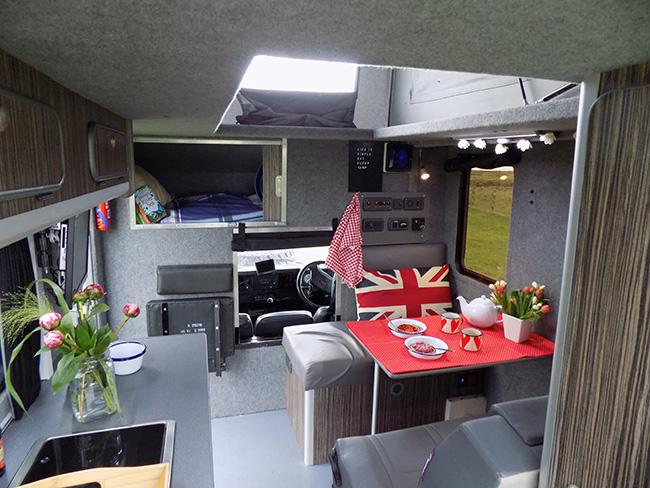 Landrover Ambulance Campervan Luxury Camper Lance