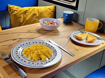 camper breakfast
